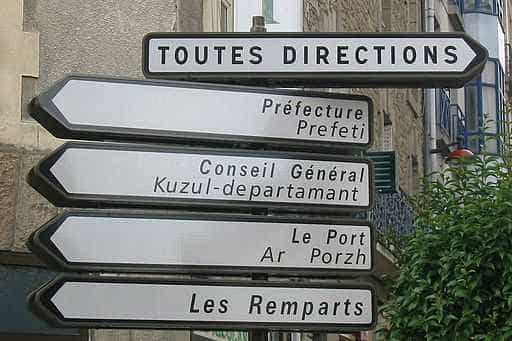 Bilingual_traffic_sign_Vannes